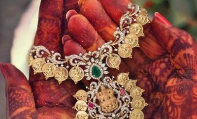 lakshmi kasu necklace studded with diamonds