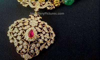 Big pendant latest indian jewelry jewellery designs beads gold chain diamond pendant aloadofball Image collections