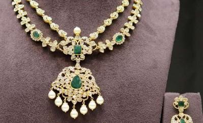 emerald pacchi necklace set