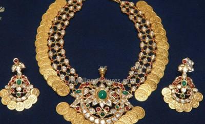 kasulaperu with lakshmi kasu earrings