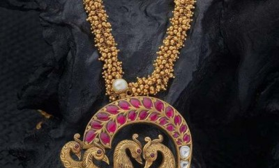 new necklace designs in gold peacock pendant