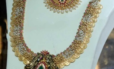 kasulaperu designs gold jewellery with pearls combination