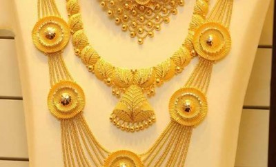 light weight jewellery joyalukkas in gold