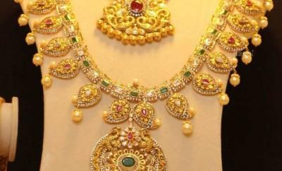 joyalukkas mango necklace with uncut diamonds