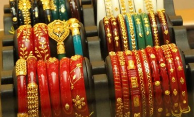 shankha and pola bangles bengali women wear