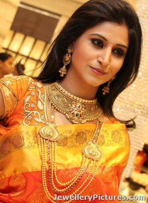 model in gundla haram as bridal jewellery