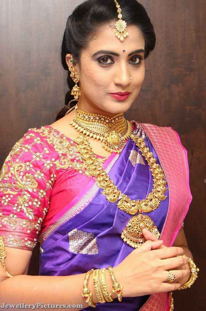 model in latest bridal jewellery designs